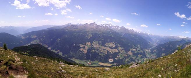 Von links nach rechts: Lienz, (Lienzer) Dolomiten, Iselsberg, Schobergruppe, Großglockner, Heiligenblut