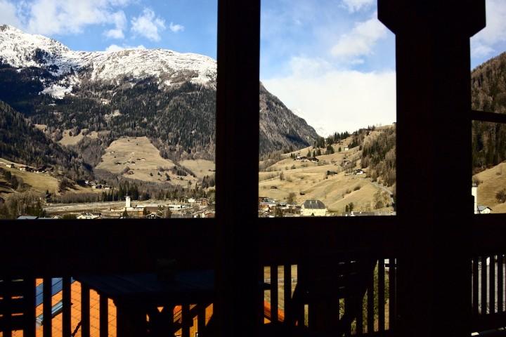 Blick aus meinem Heimbüro über Großkirchheim Richtung (vernebeltes) Heiligenblut am Großglockner